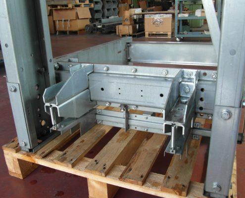 Assiemi di carpenteria leggera di precisione. Particolari di diversi spessori. Lavorazioni lamiere, assemblaggi.