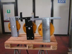 Modello di supporto per pulegge di rinvio verniciato a polvere e zincato.