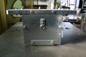 Modello di supporto per pulegge di rinvio zincato. Lavorazioni lamiere, assemblaggi.