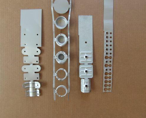 Sviluppo di tranciatura a freddo con stampi a passo.