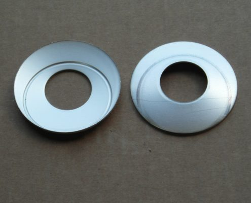 Rasamenti. Materiale utilizzato : Alluminio EN AW 5754. Lega alluminio-magnesio, dotata di eccellenti caratteristiche di resistenza all'ossidazione e alla corrosione in generale.